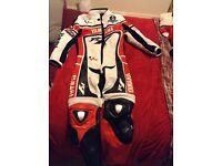 Yamaha R1 full race leathers