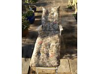 Fully reclining comfortable cushioned garden chair/bed