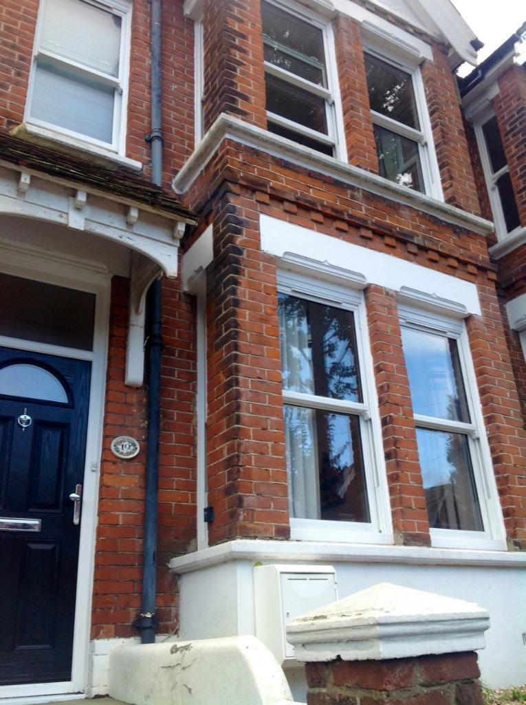 6 BED STUDENT HOUSE, NEWLY REFURBISHED, Hollingbury Park Avenue (Ref: 209)