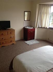 A VERY LARGE QUALITY ROOM CLOSE TO HOSPITAL AND JP MORGAN
