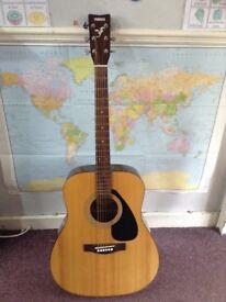 Yamaha full size acoustic guitar f310
