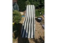 Sun lounger in white and green stripe