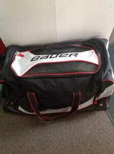 Bauer Hockey Bag w/ Wheels (sku: Z13537)
