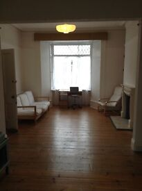 *Huge ground floor bedroom available from 21/02 in a friendly and social house share*