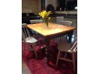 Vintage dinning kitchen table and chairs