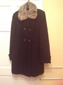 Ladies lined black winter jacket with detachable faux fur collar