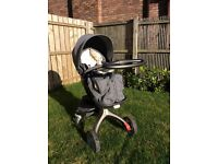 Immaculate Soft grey/black Stokke Xplory with all accessories