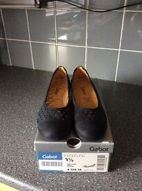 Gabor Navy shoes size 3/half