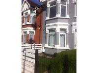 Looking for One lodger to rent a Large double room in a family house in West London Ealing Zone 3