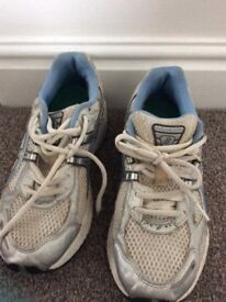 Ladies asic trainers Euro size 39. Excellent condition