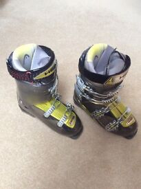Men's Ski boots size 27 / 27.5 (shoe size 9 to 9.5) with bag. Head Edge soft walk & grip system