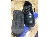 TROJAN SAFETY SHOES SIZE 9