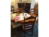 Oval Dining table and 6 chairs in excellent condition