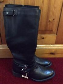 Brand new with tag black leather boots - size 6 - only £5!