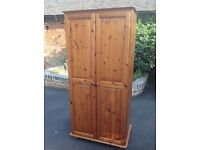 Solid pine double wardrobe (2)