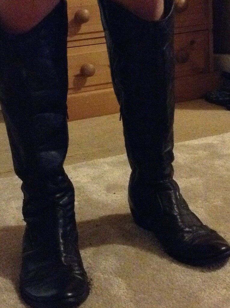 Black leather western boots size 6
