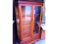 Stunning display cabinet in mint condition for home or retail