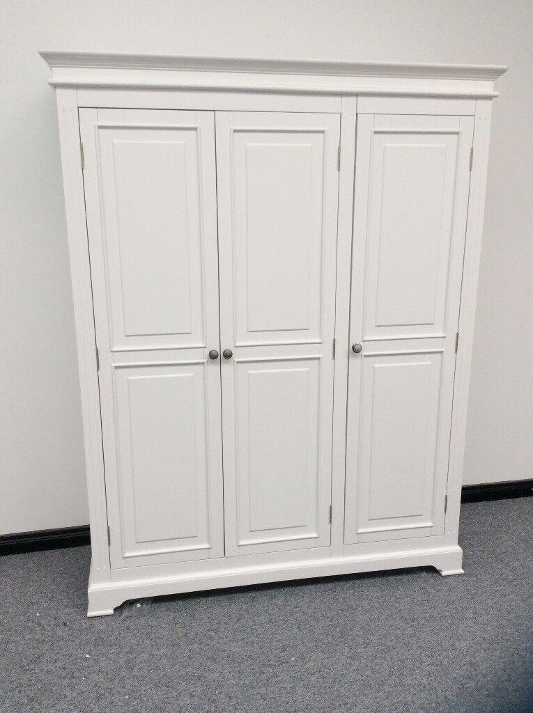 New showroom ex display Banbury 3 door robe