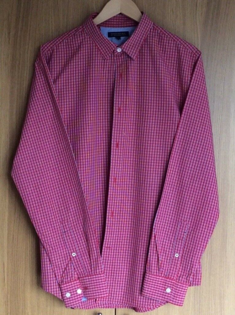 MENS SHIRT BY BANANA REPUBLIC. RED CHECK. BUTTONED COLLER. SIZE LARGE.
