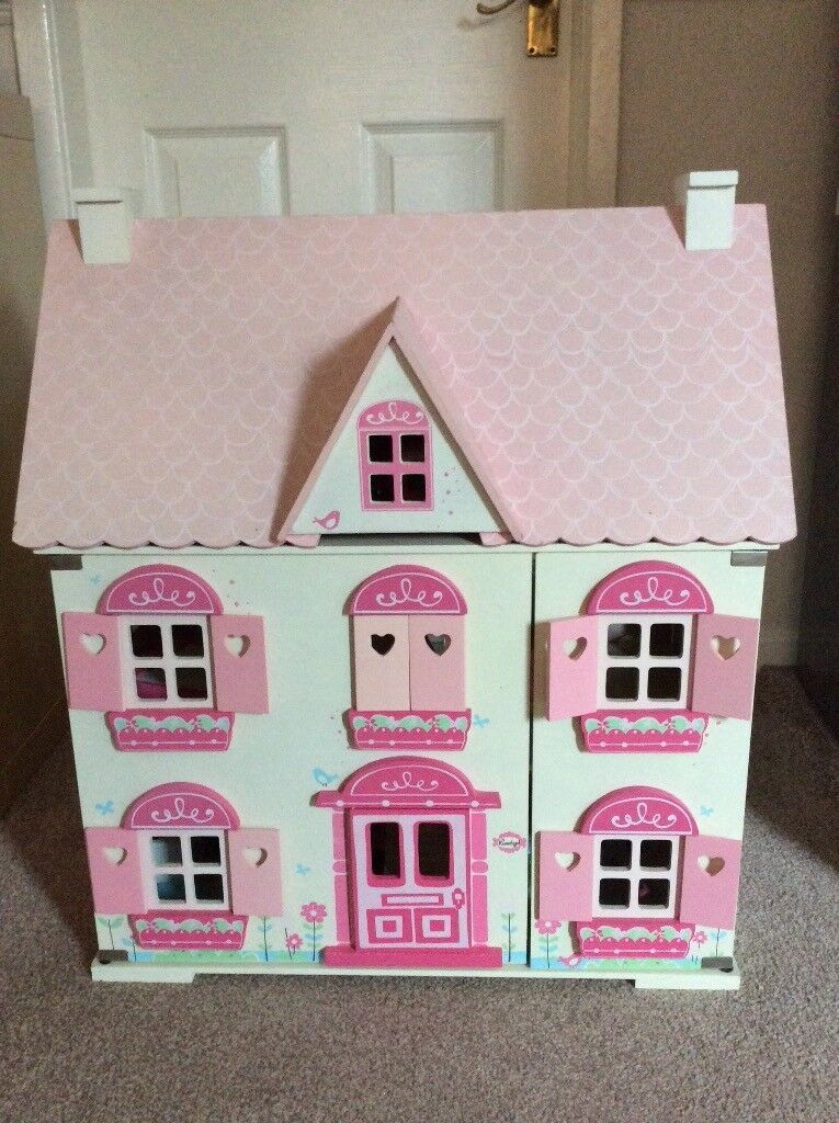 Immaclate wooden dolls house