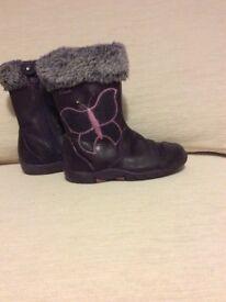 Clarks Girls Boots size 7.5 F waterproofing
