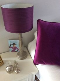 2 PLUM/PURPLE VELVET CUSHION COVERS AND 2 X MATCHING LAMPSHADES