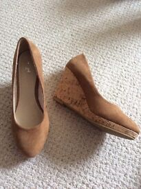 Ladies wedge heels size 5, collection farthinghoe