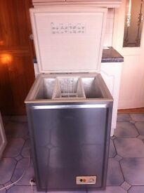 SILVER NORFROST CHEST FREEZER IN EXCELLENT WORKING CONDITION.