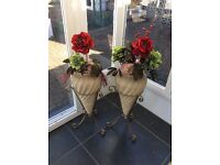 2 vases with flower