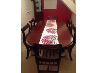 MAHOGANY OVAL DINING TABLE, 4 CHAIRS AND 2 CARVER CHAIRS, IMMACULATE CONDITION