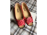Ladies pink summer open toe shoes size 6. Brand New.