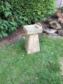 Old style Staddle stone bird/feeder bath with square top