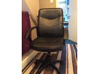 Desk chair from Staples like new
