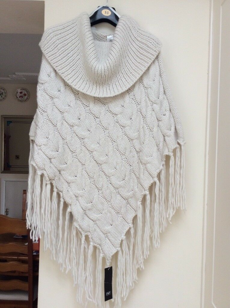 F & F CHUNKY KNIT CREAM PONCHO. SIZE S/M. NEW WITH TAGS. RRP £20.