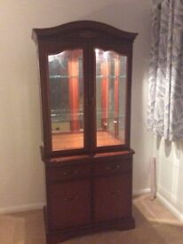Display cabinet in cherry wood