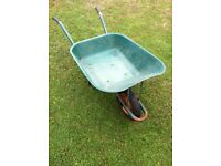 85L Plastic Wheelbarrow with metal frame in very good condition - £ 18 ovno