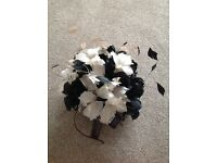 Brand new with tags £120 BEN DE LISI denbenhams white and black feather flower fascinator £120