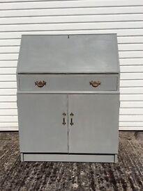 Bureau. Lockable. Solid wood, vintage style