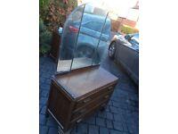 Vintage dresser/ drawers in good condition