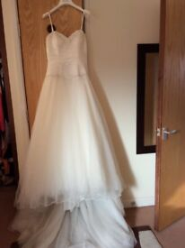 Beautiful size 10 Ivory wedding dress complete in wedding dress bag.