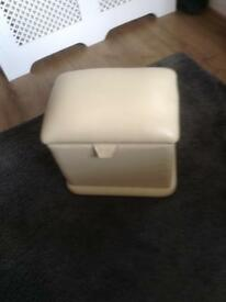 CREAM LEATHER FOOTSTOOL /OTTOMAN