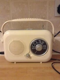 SMALL RETRO RADIO