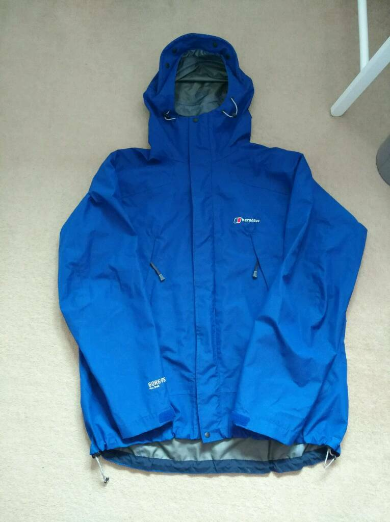 Berghaus gore tex pro jacket xxl bluein East End, GlasgowGumtree - Great condition goretex jacket. Perfect for hiking hill walking outdoor to keep you dry. Used few times still in fantastic condition. Any questions please ask