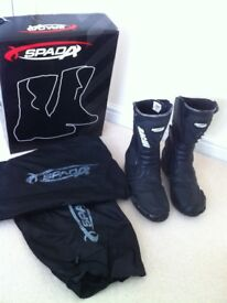 Mens black Spada motorbike boots. Size 42, UK size 8/8.5