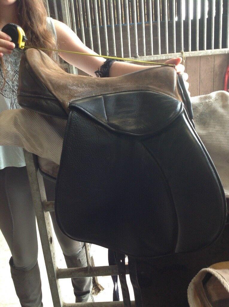 Heather Moffett 16 inch Fheonix saddle .Beautiful English black leather saddle with suede seat.