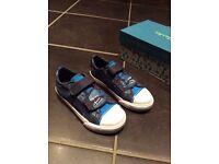 Boys Clarks Dino Roar shoes size 9.5F. NEW