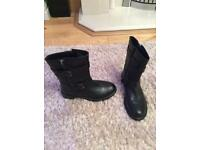 Black leather sole flex ankle boot 4-5 new