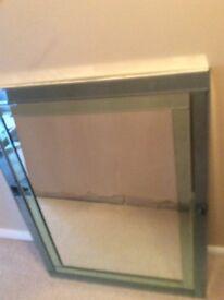 Rectangular mirror in very good condition 89x104 cms
