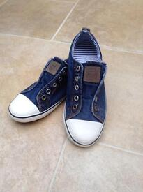 Girls low top trainers