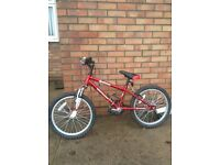 Dawes Barrosa Diablo 6 gear mountain bike. Suitable for 6-9 year old